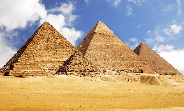Piramidy v Gize